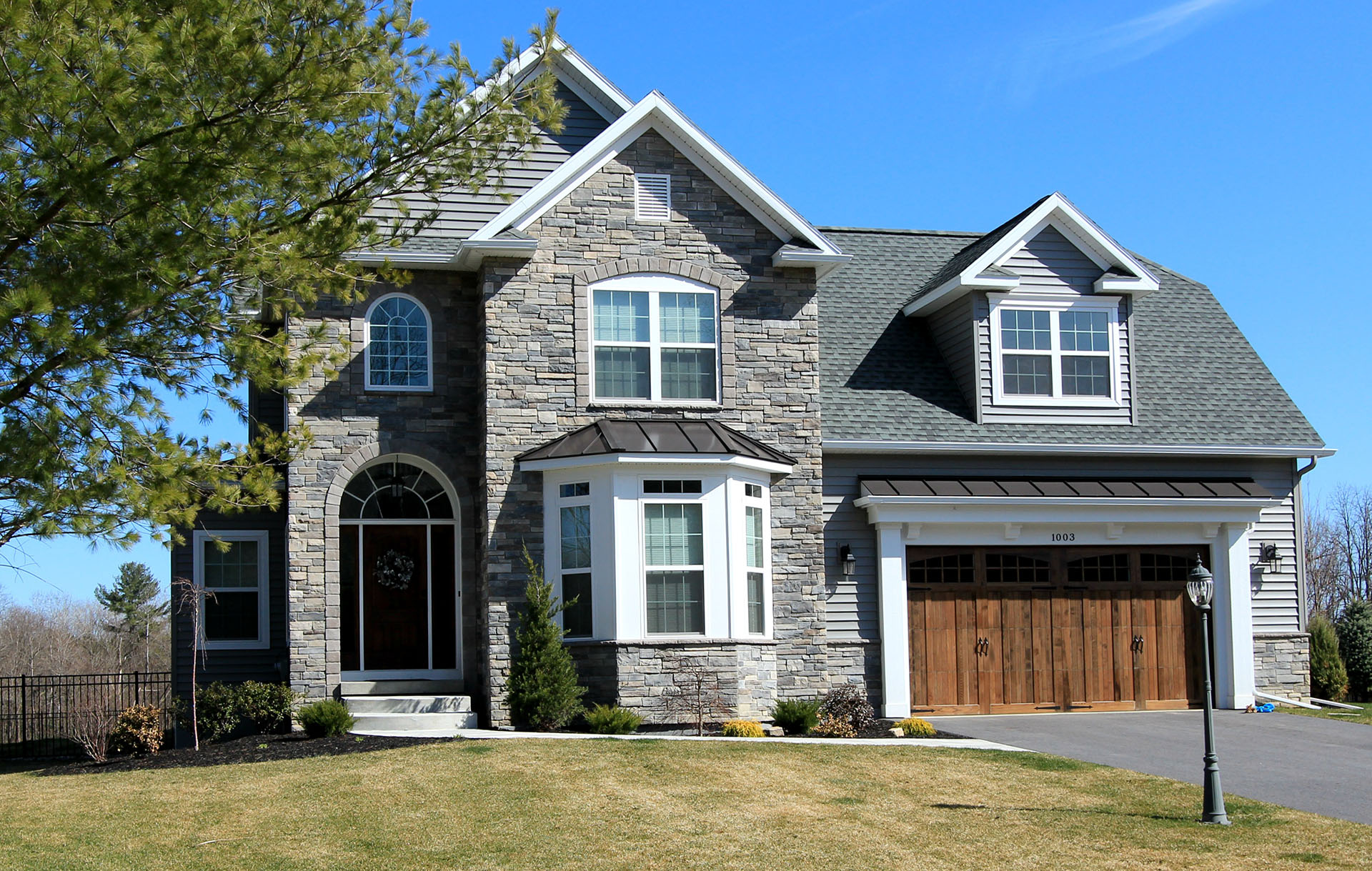 5 benefits of facing your home with borel stone bordeau for Stone faced houses
